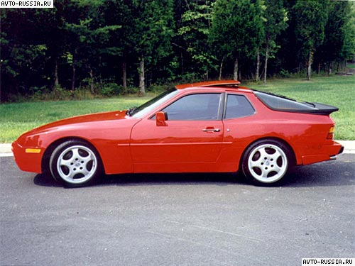 Автомобиль Porsche 944.