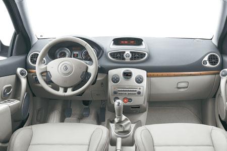 Renault Clio 3.0. Clio .